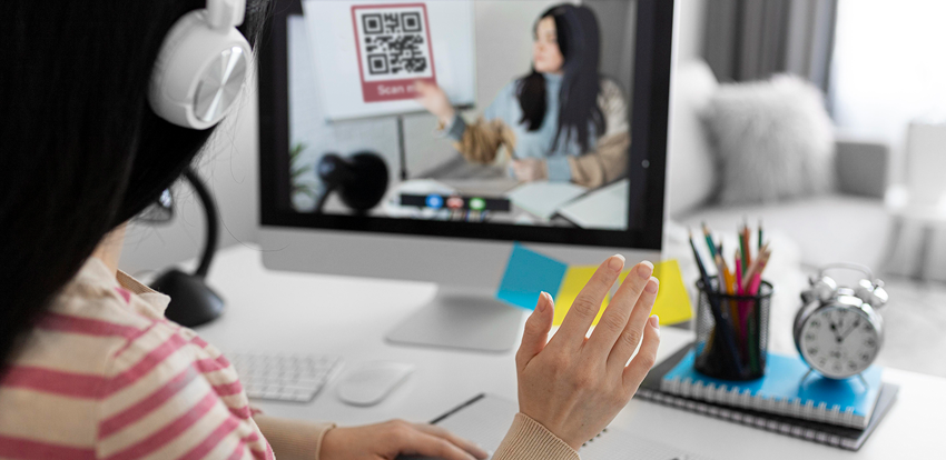 How are QR codes used in Flipped Learning?